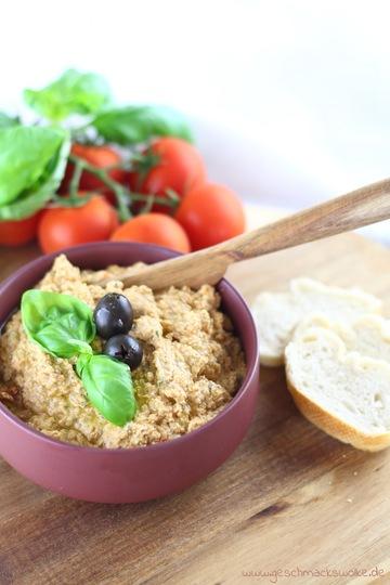 Rezept Mediterraner Tomaten-Feta-Dip mit Oliven & Basilikum