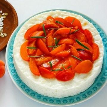 Rezept Milchreistorte mit karamellisierten Rosmarin-Aprikosen