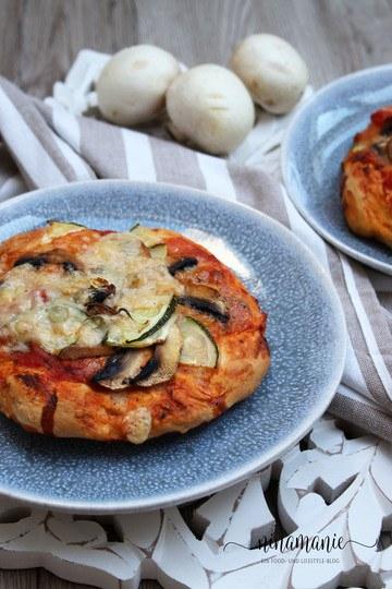 Rezept Mini-Pizzas selbstgemacht - mit Champignons und Zucchini