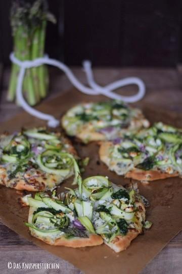 Rezept Mini Spargel Pizza mit Basilikum Tupfen