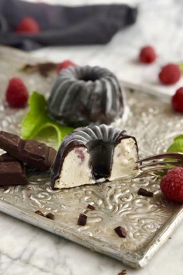 Rezept Mini Vanilleeis Gugelhupfe mit frischen Himbeeren
