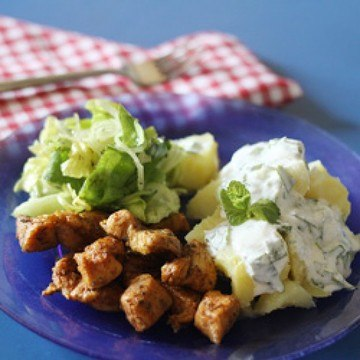 Rezept Minzige Frühkartoffeln mit Hähnchenbrust und Salat