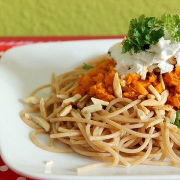 Rezept Möhren-Mandel-Pesto mit Ziegenfrischkäse