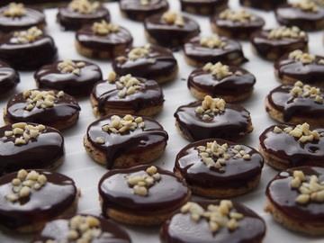 Rezept Mozarttaler oder Kekse mit Marzipan und Schokolade