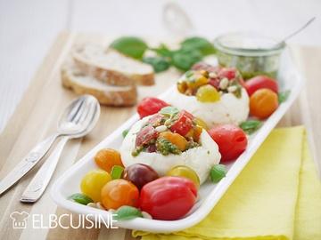Rezept Mozzarella mal anders – köstlich gefüllt mit farbigen Tomaten und grünem Pesto