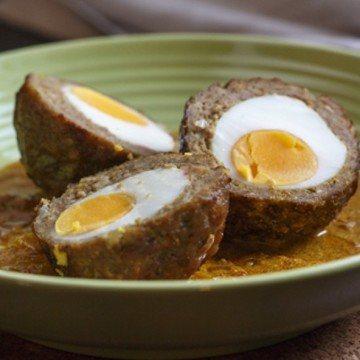 Rezept Nargisi-Kofta – Hackbällchen mit Ei in Joghurt-Currysauce