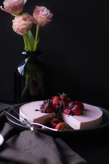 Rezept No-Bake Strawberry Cheesecake mit Oreo Boden