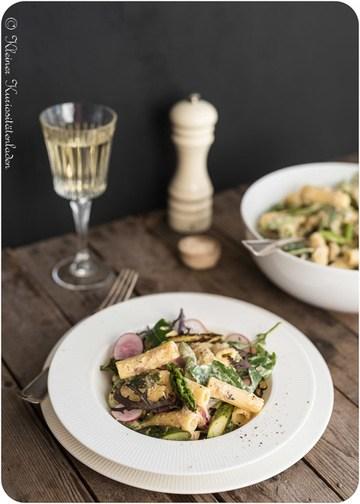 Rezept Nudelsalat mit grünem Spargel und Shredded Chicken