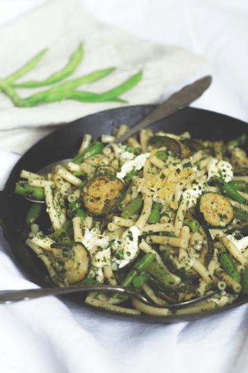 Rezept Nudelsalat mit Zucchini, grünen Bohnen und Mozzarella