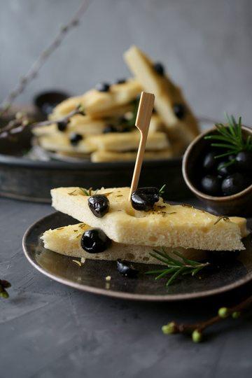 Rezept Oliven Focaccia mit Rosmarin