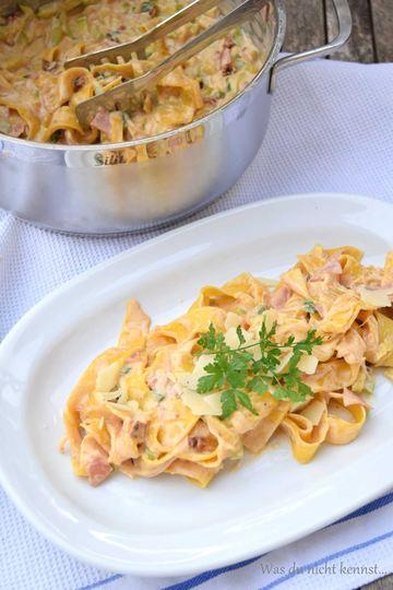 Rezept One Pot Pasta – Variation mit Zucchini, Schinken und getrockneten Tomaten