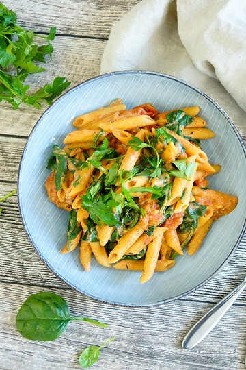 Rezept One Pot vegane Pasta mit cremiger Tomatensoße