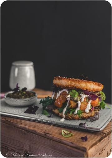 Rezept Onigiriburger mit Lachspoke und Kombupesto