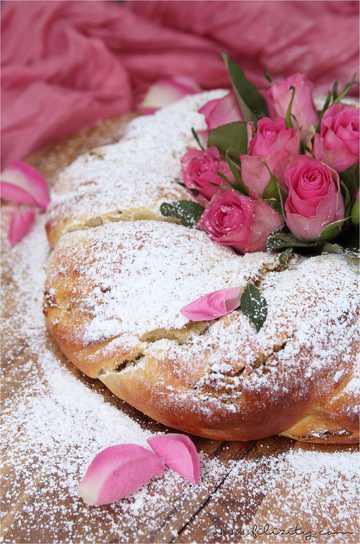 Rezept Osterkranz mit Pistazien und Rosenwasser