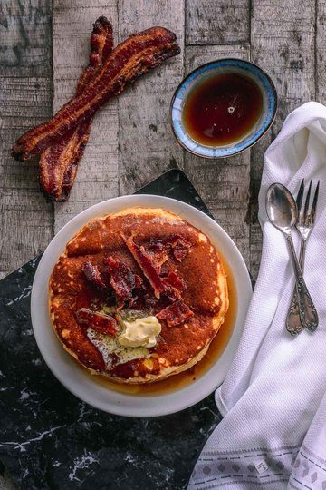 Rezept Pancakes mit Buttermilch und Candy Bacon als Topping