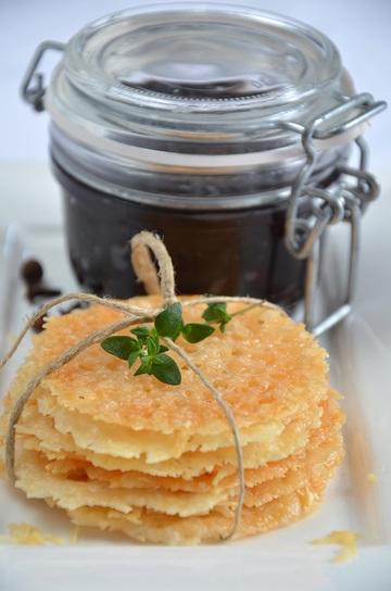 Rezept Parmesanplätzchen mit roter Zwiebelmarmelade