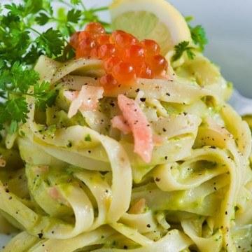 Rezept Pasta mit Avocadocreme und Räucherlachs