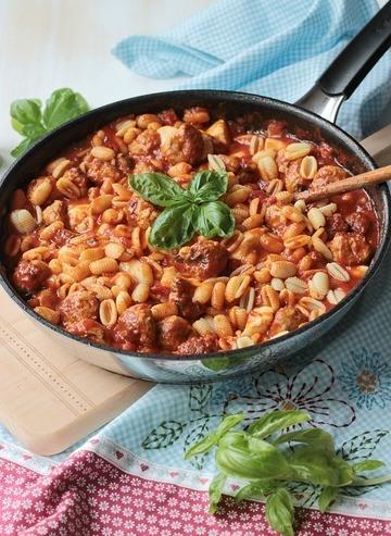Rezept Pasta mit Bratwurstbällchen und Tomaten-Mozzarella-Basilikum Sauce