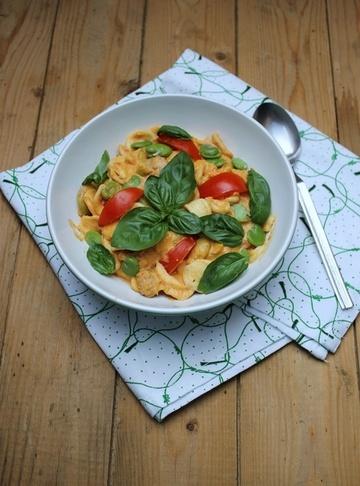 Rezept Pasta mit dicken Bohnen, Ziegenkäse, Tomate und Basilikum