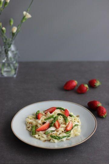 Rezept Pasta mit Erdbeeren, Balsamicosauce und grünem Spargel