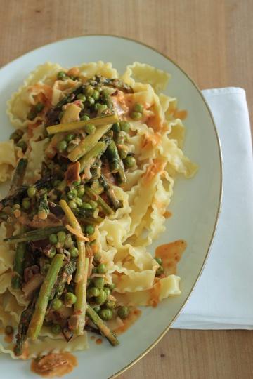 Rezept Pasta mit grünem Spargel, Erbsen und getrockneten Steinpilzen
