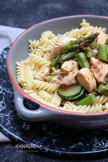 Rezept Pasta mit Huhn und grünem Spargel