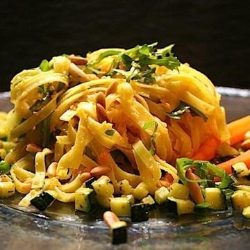 Rezept Pasta mit Karottenpesto und Thymianzucchini