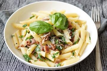 Rezept Pasta mit Parmaschinken und Rucola in einer Zitronen-Weißwein-Sauce