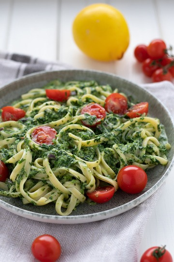 Rezept Pasta mit Rahmspinat-Frischkäse-Sauce und Tomaten