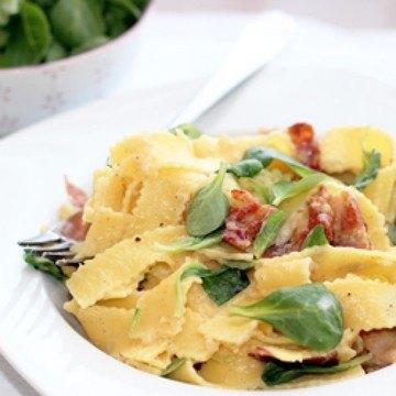 Rezept Pasta mit Vanille-Carbonara und Feldsalat