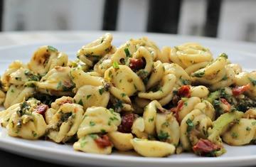 Rezept Pasta Pugliese -Orecchiette mit Brokkoli & Sardellen