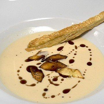 Rezept Pastinakencrèmesuppe mit Knusperchips und Blätterteigsticks