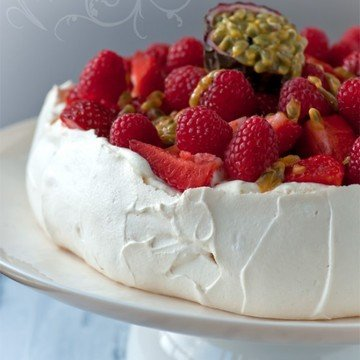 Rezept Pavlova mit Erdbeeren, Himbeeren und Maracuja