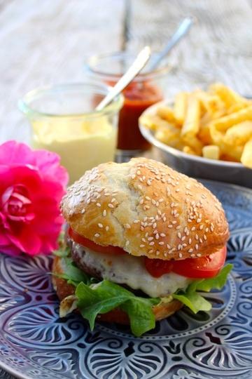 Rezept Perfekter Cheeseburger mit selbstgemachter Mayo & Ketchup