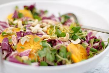 Rezept Persimmon- und Brunnenkresse-Salat mit Rhabarber-Ingwer-Dressing