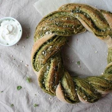 Rezept Pesto-Brotkranz mit Frischkäse-Joghurt