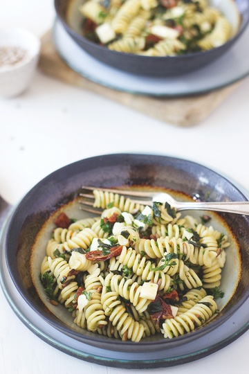 Rezept Pesto-Nudelsalat mit getrockneten Tomaten