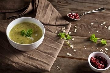 Rezept Petersilienwurzelsuppe mit Granatapfelkernen