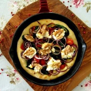 Rezept Pfannen-Foccacia mit Ziegenfrischkäse und Honig