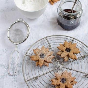 Rezept Pfefferkuchen-Schneeflocken mit Johannisbeergelee