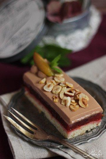 Rezept Pflaumenschnitten mit Haselnüssen & Milchschokoladensahne
