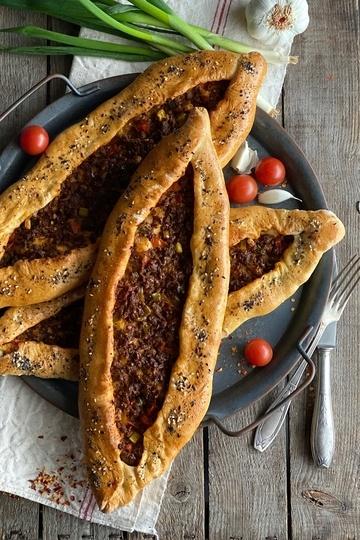 Rezept Pide – türkische Hackfleisch-Schiffchen