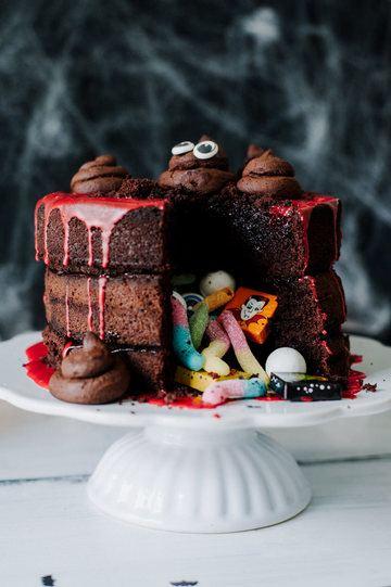 """Rezept """"PINATA CAKE"""" MIT SCHUSS UND LUSTIGE """"KACKI KEKSE"""""""
