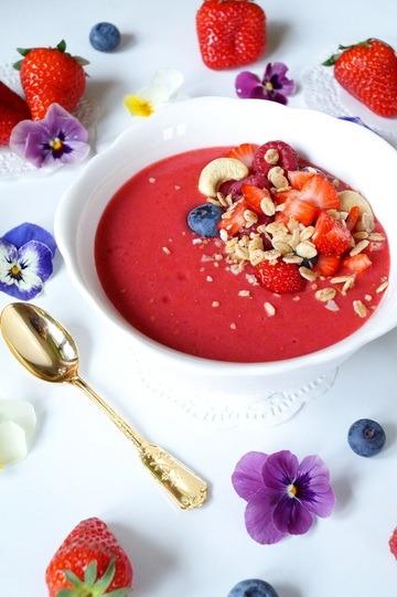 Rezept Pink Smoothie Bowl mit Zimt Kokos Haferflocken