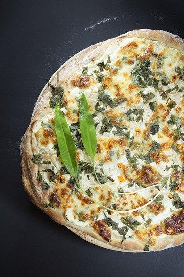 Rezept Pizza Bianca mit reichlich Bärlauch