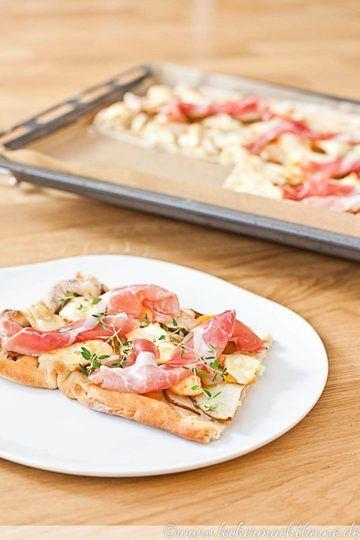 Rezept Pizza bianco – mit Birne, Käse und Schinken