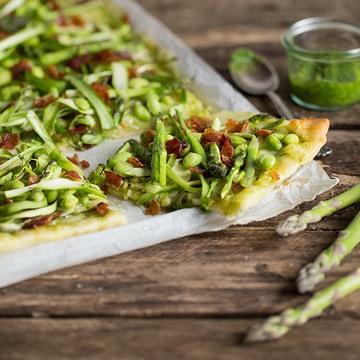 Rezept Pizza mit grünem Spargel und Edamame