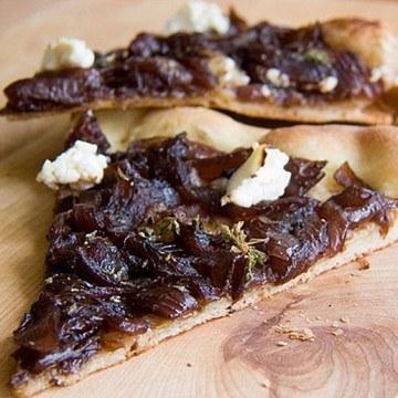 Rezept Pizza mit karamellisierten Balsamicozwiebeln