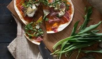 Rezept Pizza mit Sauerteig, Bärlauch, Artischocke und Parmaschinken