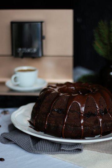 Rezept Preiselbeer Gugelhupf mit Espresso und einer Schokoladenglasur